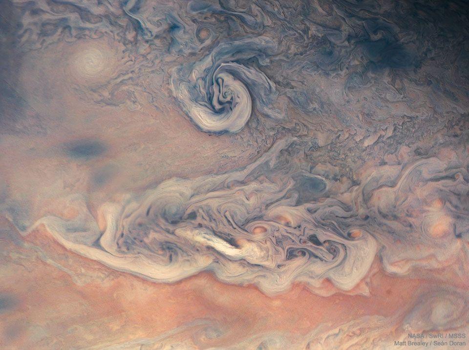 Remolinos y colores en Júpiter desde la sonda Juno