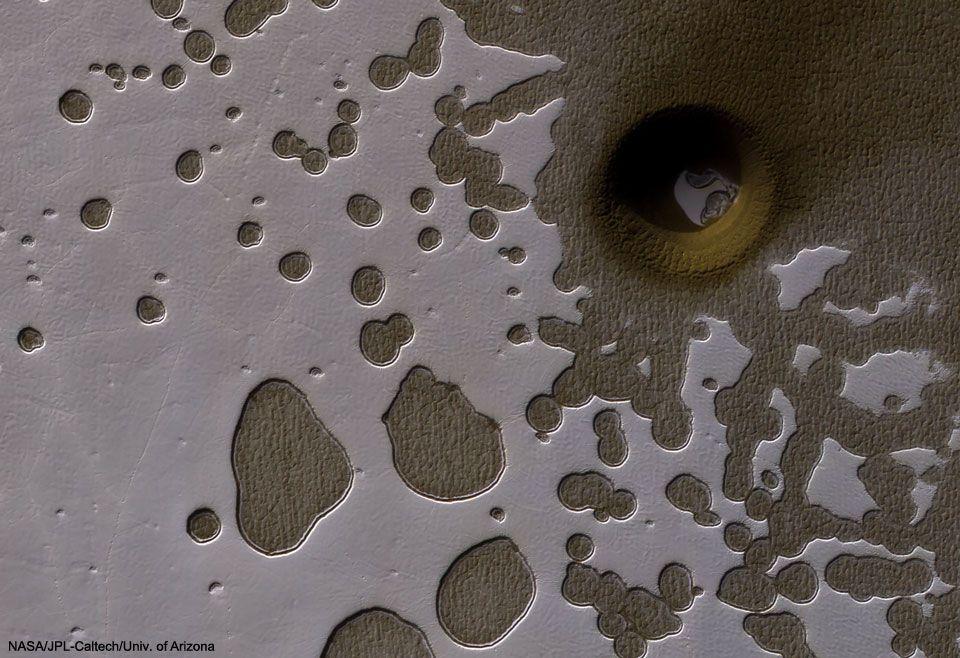 Un agujero inusual en Marte