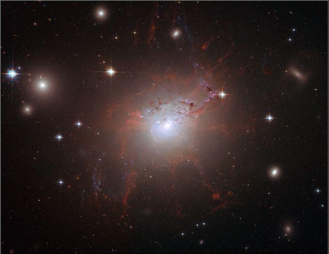 """El gran monstruo magnético del Cosmos: La Galaxia """"NGC1275"""""""